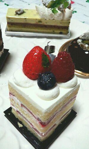 ケーキ『トシヨロイヅカ』。